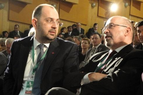 Kelemen-Hunor-a-fost-felicitat-de-fostul-preşedinte-Markó-Belá