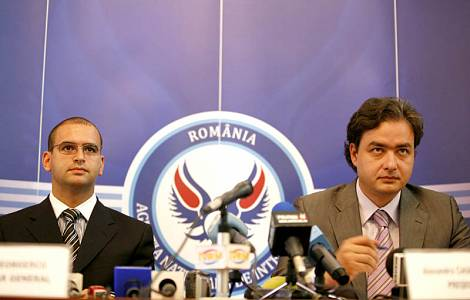 1311240573Horia Georgescu ,Catalin Macovei,presedinte, secretar ani_TV (2)