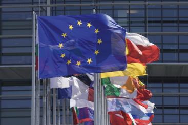 ue-recapitalizeaza-bancile-europene-cu-100-mld-euro-pentru-a-le-proteja-de-un-eventual-default-al-greciei_size1