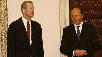 1319537015Regele Mihai, Basescu_MR