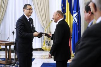 1337186260Ponta-Basescu-Investitura-Cotroceni-7.05.2012-Foto-Presidency-Ro