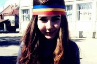 1363961656sabina-elena-voi-continua-sa-port-tricolorul-la-scoala-este-dreptul-meu-de-exprimare-a-constiintei-18448522