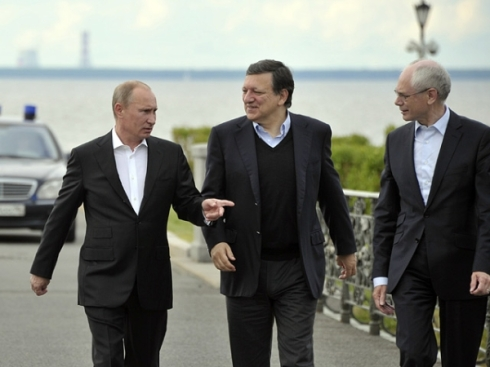 Russia's President Putin walks with Barroso and Van Rompuy in St.Petersburg