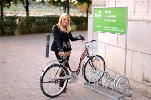 datoriile-elenei-udrea-blocheaza-turismul-contractele-aiuritoare-de-promovare-turistica-au-ajuns-in-instante-statul-bun-de-plata-pe-semnatura-mitei-biciclista-18459029