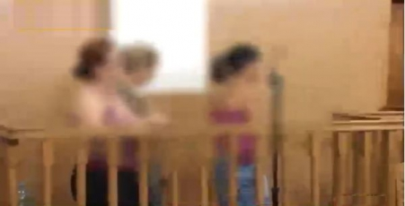 trei-eleve-arestate-pentru-spaga-la-examen-primele-imagini-cu-tinerele-trimise-in-arest-220941