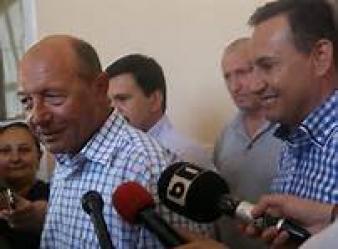 1382855281Presedintele Basescu si finul Falca