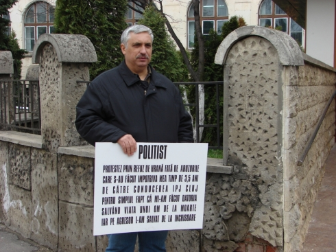 dupa-8-zile-de-greva-foamei-politistul-clujean-va-protesta-fata-mai-din-bucuresti1365409697