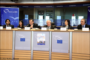 Elena-Basescu-Joseph-Daul-Marian-Jean-Marinescu-si-Iliana-Ivanova-cu-Hristo-Stoichkov-si-Costel-Busuioc-despre-Piata-Muncii-in-UE-foto-Cristina-Nichitus-Roncea