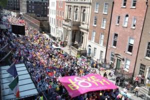 Dublin: Mii de persoane susțin păstrarea protecției constituționale a dreptului la viață