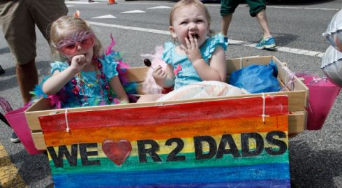 gay parade kids FOTO Reuters via Charisma