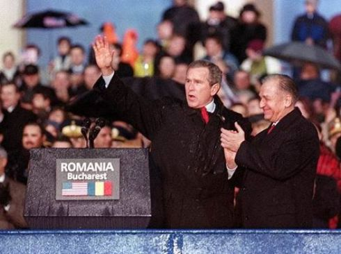 george-bush-iliescu-bucuresti-2002-foto-mediafax