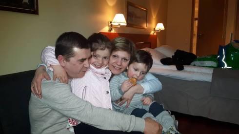 Mihaela si Dumitru Nan cu copiii