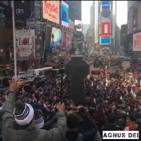 thousands-of-christians-converge-on-times-square-to-pray-before-election-nov-8-2016