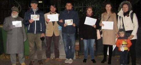 un-grup-de-sustinatori-romani-si-austrieci-ai-familiei-barbu-a-protestat-in-fata-ambasadei