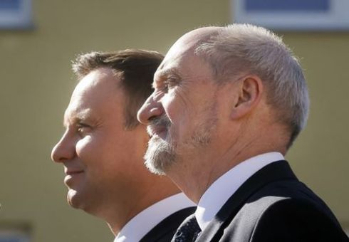 President Andrzej Duda (left) and Defence Minister Antoni Macierewicz FOTO