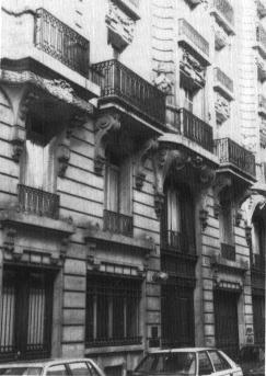 Clădirea cu nr. 17 de pe Rue Beautreillis. Aici a murit Jim Morrison.