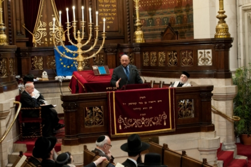 martin-schultz-president-of-the-european-parliament-speaking-at-the-great-synagogue-of-europe-in-brussels-in-march-credit-europ