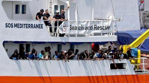 Aquarius-rescata-migrantes-hundirse-Mediterraneo_EDIIMA20180923_0315_19